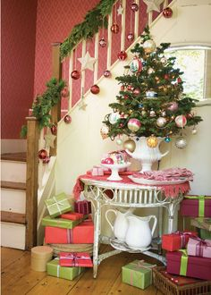 Town and Country Living: Creating a Christmas Theme. MUST DO THE BANNER ON STAIRCASE! LOVE! ALSO WREATH ON FRENCH DOORS!