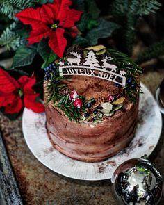 Magnifique bûche de Noël réalisée par Hinalys Yellow Sweet / Décoration cake topper en bois : Print Your Love #noel #christmas #buchenoel #caketopper #cerf