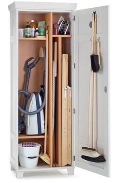 Utility larders hide away all the cleaning and large kitchen materials. With special inserts to hold brooms, vacuum cleaners and cleaning products, they ensure a minimalist look to the kitchen.