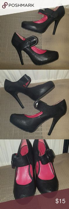 Madeline stuart bellavita black mary jane heels Madeline  stuart bellavita black mary jane heels Perfect in all .except  PIC#4 IT HAS a peel part  However can't tell when on since it's the same color or the shoe Shoes Heels