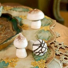These fake fungi will fool your guests on the first bite. Sweet instead of savory, these mushroom-shape meringues are a tasty treat for your Alice gathering./