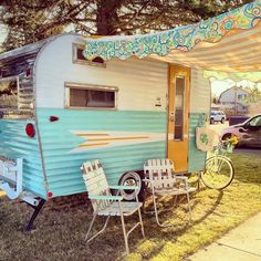 When you find a camper, stop and ask about doing it. Your camper is in fact the sweetest. The pop-up camper is one which is quite popular due to its l. Caravan Vintage, Vintage Camper Interior, Trailer Interior, Vintage Campers Trailers, Retro Campers, Camper Trailers, Vintage Rv, Happy Campers, Vintage Motorhome
