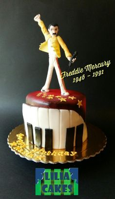 Freddie Mercury cake by LiliaCakes 14th Birthday Party Ideas, 12th Birthday, Birthday Cake, Freddie Mercury Birthday, Freddie Mercuri, Cake Albums, Cake Band, Music Cakes, Queen Cakes