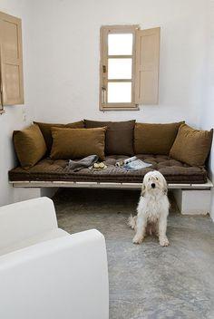 so easy and comfy nook House in Serifos Greece, George Zafiriou, Manolis Pantelidakis Decor, Furniture, Modern Room, House, Home Goods, Living Room Modern, Home Decor, Greece Design, Living Design