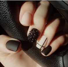 Idée Maquillage 2018 / 2019 : 34 Festive Holiday Manicures That Aren't Hideously Tacky Get Nails, Fancy Nails, Matte Nails, Love Nails, How To Do Nails, Pretty Nails, Hair And Nails, Nail Art Designs, Nail Designs Pictures
