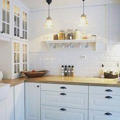 Kitchen ideas 2018 ikea 69 New ideas Kitchen Ikea, Home Decor Kitchen, Interior Design Kitchen, Country Kitchen, Home Kitchens, Kitchen Cabinets, Glass Cabinets, Upper Cabinets, Kitchen Ideas 2018
