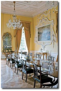 Luxury Dining Room Design Ideas with Style Modern in Accordance with Budget - Dining Room Decor Elegant, Luxury Dining Room, Beautiful Dining Rooms, Dining Room Design, Dining Room Furniture, Rustic Furniture, Luxury Furniture, Furniture Design, Regency Furniture