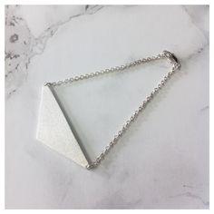Geometric Details - Silver everyday Elegance by DV Jewellery - Triangle Bracelet @ www.daniellevroemen.com