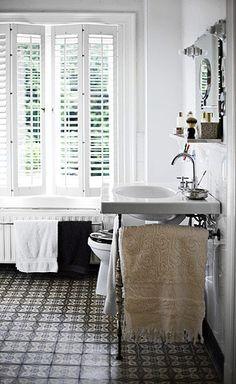 Home Design: Beautiful Floor Design Mosaic floor Halloween Crafts Green Bathrooms Designs, Modern Bathroom Design, Bathroom Interior Design, Bathroom Designs, Interior Ideas, Bathroom Ideas, Floor Design, House Design, Up House