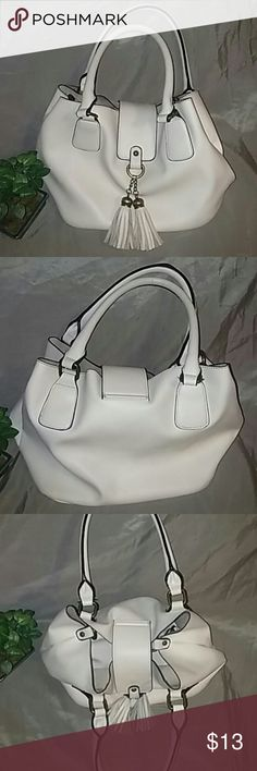 Soft puffy leather purse I like this purse because of how white it is and easy to clean. It's functional with its inside smaller purse that can be removed. This has been pre-loved but in great condition still. The inside is very soft also. 10x7x9 Bags Shoulder Bags