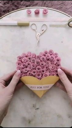 Diy Crafts Hacks, Diy Crafts For Gifts, Creative Crafts, Diy Gifts For Mom, Good Mothers Day Gifts, Present For Mom, Mothers Day Ideas, Gifts For Her, Paper Flowers Craft