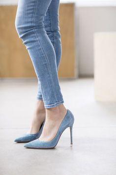 blue velvet pointy toe heels