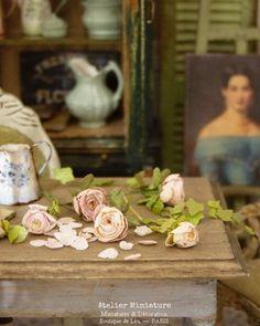 Atelier de Léa (@atelier.miniature) • Photos et vidéos Instagram Boutique, Miniatures, Flowers, Photos, Instagram, Home Decor, Atelier, Pictures, Homemade Home Decor