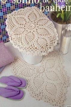 Um clássico jogo de banheiro!!! Obrigada pela visita!! Volte sempre! Crochet Books, Crochet Art, Crochet Home, Filet Crochet, Crochet Gifts, Crochet Doilies, Crochet Rug Patterns, Crochet Stitches, Bag Pattern Free