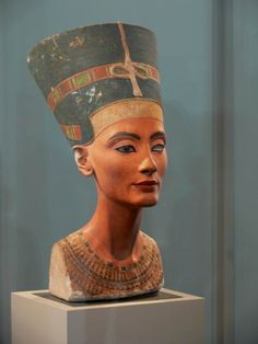 An accurate digital reconstruction of the bust of Nefertiti held in the Museum of Berlin using cloud sourced photogrammetry as a basis for digital sculpting. Nefertiti Bust, Queen Nefertiti, Aztec Symbols, Creepy History, The Boy King, Ancient Egypt Art, Digital Sculpting, Egyptian Art, Sculpture