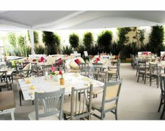 Foto: POSH Eventos Decoración de boda con sillas diferentes #bodas #méxico #decoración