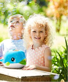 Create streams of bubbles with the Walter the Whale bubble machine in the garden or at birthday parties.
