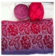Dutchy's Rosegarden   Deze trui heb ik gebreid doortwee bollen Kauni effectgarn tegen elkaar in te breien. Met deze wol in prachti...