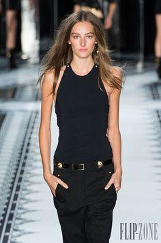 Versus Versace Spring-summer 2015 - Ready-to-Wear - http://www.flip-zone.com/fashion/ready-to-wear/fashion-houses-42/versus-versace-4879 - ©PixelFormula