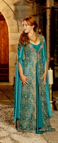 inpiration for the kings country clothing. I like the blue, flowy sleeves and intricate details