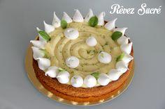 Tarte au citron vert - basilic sur fond de sablé breton. Meringues croquantes et suprêmes de citron. :-)