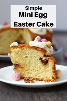 Simple Mini Egg Easter Cake If you're looking for a really easy kid-approved Easter cake recipe then this mini egg Easter cake is what you need. A simple vanilla sponge topped with buttercream and min Cupcake Recipes, Cupcake Cakes, Dessert Recipes, Candy Recipes, Dinner Recipes, Cupcakes, Easter Cake, Easter Treats, Easter Recipes