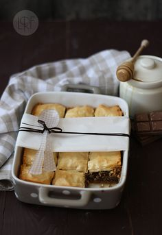 ~ Baklava de Chocolate <3 This IS a standing ovation waiting to come!  Most perfect dish for the holidays with a scoop of ice cream on the side or soothing coffee!  Could use cinnamon or cardamom, instead of vanilla, for the syrup....LOVEE European recipes!!