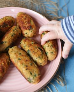 These Salmon Sweet Potato Fritters are a delicious high iron meal for starting solids with baby using a Baby Led Weaning BLW approach abbeyskitchen babyledweaning salmonfritters # Foods High In Iron, Iron Rich Foods, High Iron, Healthy Toddler Meals, Kids Meals, Healthy Snacks, Toddler Dinners, Toddler Snacks, Easy Healthy Recipes