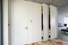 Vstavaná skryňa so skrytými dverami v oblade/ Wardrobe.