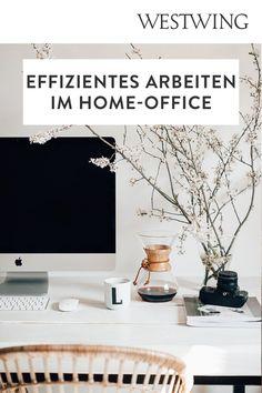 Von zuhause aus arbeiten hat viele Vorteile: Wir können unseren Tagesablauf selbst bestimmen, haben viel Freiraum für Kreativität und müssen keine langen Wege zum Arbeitsplatz auf uns nehmen. Und das Beste für alle Interior-Fans: Wir dürfen unser Office ganz nach unserem eigenen Geschmack einrichten! Wir sind ja bekanntermaßen am produktivsten, wenn wir uns wohl fühlen und uns konzentrieren können./Westwing Home Office Büro Zuhause arbeiten modern Arbeitsplatz Schreibtisch Idee Inspiration 2021 Interior, Modern, Design, Inspiration, Workplace, Benefits Of, Table Desk, Deco, Biblical Inspiration