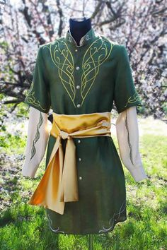 Two Trees of Valinor Elven men's costume. Two Trees of Valinor, Elven men's costume. Two Trees of Valinor, Elven Costume, Elven Cosplay, Elf Clothes, Clothes Swag, Renaissance Clothing, Men's Renaissance Costume, Medieval Costume, Beastie Boys, Look Fashion