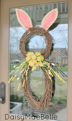 How to make a bunny wreath @ DaisyMaeBelle