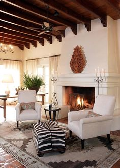 ❤LOVE the Ceiling❤.....Warm white walls, antique rug