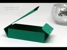 Pootles Advent Countdown 2016 Unusual Closure Fold Flat Box Oooooo I am in love with this little box! I wanted to make a variation on the traditional 'fold flat' box, and this is wh… Stampin Up, Paper Gift Box, Paper Boxes, Gift Boxes, Hannelore Drews, 3d Paper Crafts, Foam Crafts, Paper Art, Envelope Punch Board