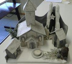 Composizione invernale con chiesa,casette e piccolo bosco. Luisa valent