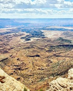 Next time I come to Canyonlands I'll have a 4WD Jeep so I can explore all of the rough backcountry roads down in the canyons.  Alkaa yhä enemmän ja enemmän tuntua siltä että on aika vaihtaa sininen avoautoni kunnon maasturiin.  #canyonlands #canyonlandsNP #findyourpark #nationalpark #kansallispuisto #NPS100 #trailchat #BPmag #utah #visitutah #canyon #kanjoni #travel #matka #reissu #adventure #mondolöytö #skimbaco #IGtravelthursday #passionpassport (via Instagram)