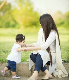 25 Coolest Matching Outfits For Pakistani Mother Daughter - Part 2 Mom Daughter Matching Dresses, Mom And Baby Dresses, Family Outfits, Kids Outfits, Selena, Mother Daughter Fashion, Mother Daughters, Mothers, Mother Daughter Photography