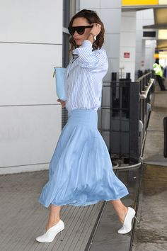 Victoria Beckham Puts a Posh Spin on Her Signature Pleated Skirt - Vogue Office Fashion Women, Womens Fashion For Work, Work Fashion, Fashion Design, Moda Victoria Beckham, Style Victoria Beckham, Vic Beckham, Business Casual Dresses, Spring Skirts