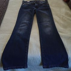 Gap flare Only worn twice. Great condition. Good cut. GAP Jeans
