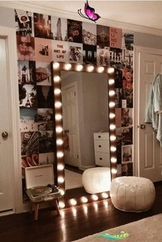 A girls dream room to show of her style and beauty. Cute Room Decor, Girl Decor, Room Lights Decor, Lights For Room, Room Wall Decor, Small Room Design Bedroom, Bedroom Decor For Small Rooms, Modern Room Decor, Decorating Rooms