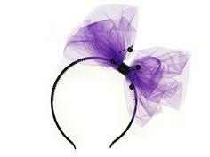 Czarna plastikowa opaska z fioletową kokardą i koralikami. Doskonały dodatek na wieczór panieński lub inne imprezy.