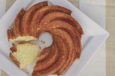 Hum este é um bolo muito gostoso e prático, fica pronto rapidinho. Eu adoro, sempre que quero um bolo rápido e delicioso, eu faço ele. Ele fica suuuper macio e é ótimo para comer quentinho num café da manhã ou num café da tarde, mas com muito cuidado, pois ele some rapidinho…hehe. Eu gosto deVer Receita