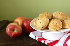 Baby Apple Pies: So much cuter than the full version!