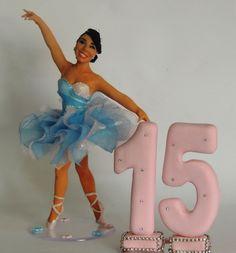 Topo de bolo 15 anos , confeccionado em biscuit - Porcelana fria , totalmente a mão . <br>personalizado conforme caracteristicas da cliente <br>Através de fotos da debutante e do vestido .