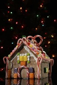 """""""How to Decorate the Outside of My Home to Look Like a Gingerbread House"""""""