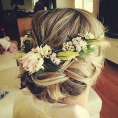 "NESST . Est 2011 . on Instagram: ""#repost of @rachmajor's up-do handiwork with a #nesstbridal fresh half crown adorned on top // #jazzarama #wedding #floristry x x"""