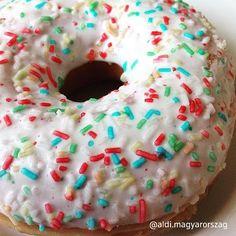 Mindig, mindent alaposan letesztelünk. A fánkok esetében ehhez különleges szakértelem kell.. sajnos csak a 6. után tudtuk eldönteni, hogy tényleg ennyire jó-e?! 😆😜#donut #donuts #aldi #aldimagyarország #mindigaldi #aldiárakon Minion, Doughnut, Ale, Instagram, Food, Ale Beer, Essen, Minions, Meals