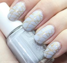 White with gold stripes. So simple and yet so eye catching!