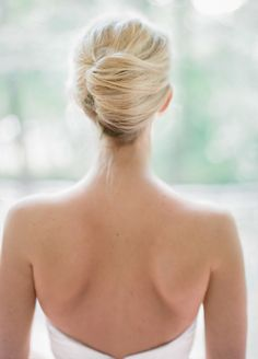 Messy French twist wedding hairstyle. Bride's hairstyle. Nashville, TN wedding. Photo: Leslee Mitchell.