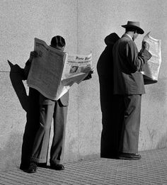 "luzfosca: "" German Lorca Looking for employment, 1951 Vintage … or Contemporary ! Paolo Roversi, Old Photos, Vintage Photos, Vintage Photographs, Journal Photo, People Reading, It's All About Perspective, Groucho Marx, Paris Photos"